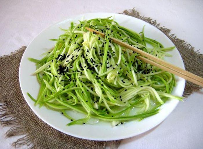 Нежная закуска из кабачков и кунжута