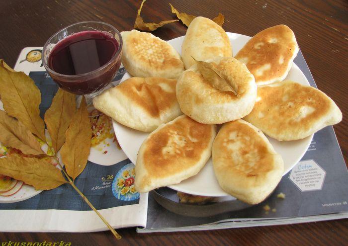 Пирожки с картошкой на сковороде