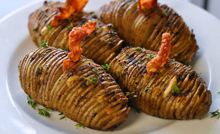Картошка веером с колбасой и сыром рецепт 174