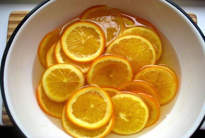 Вымачиваем апельсины в воде