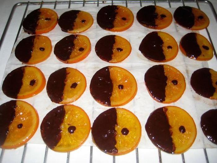 Покрываем апельсины шоколадом