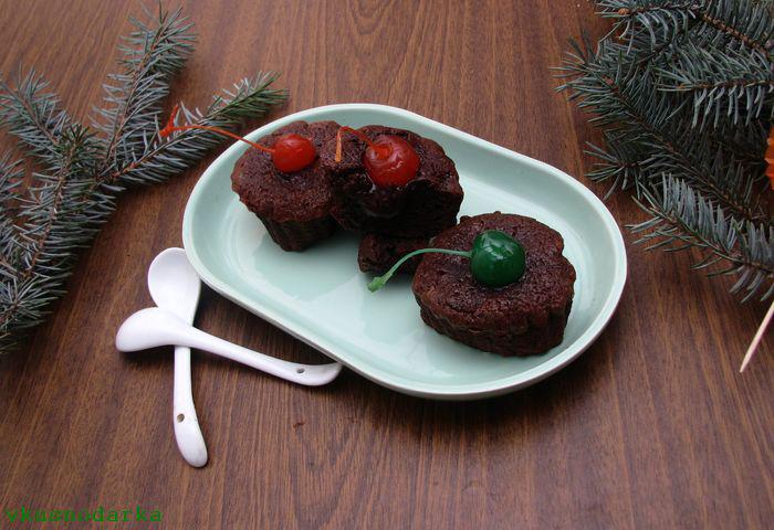 Подача десерта шоколадный фонтан на стол