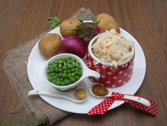 Готовим продукты для деревенского салата