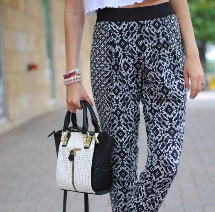 Легкие женские брюки в летний период