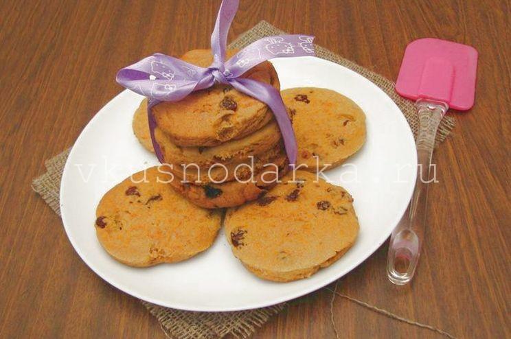 Кукурузное печенье с добавлением изюма