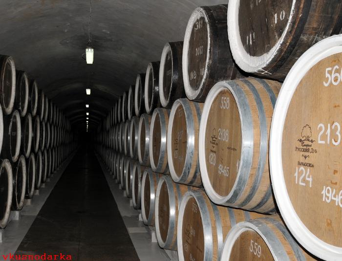 Хранение Массандровских вин в бочках