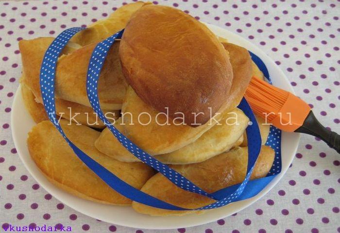 Пирожки в духовке с вишней
