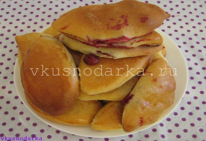 Пирожки в духовке с вишней готовы к употреблению