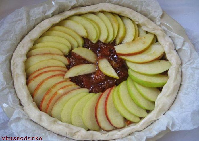 Приготовление слоеного пирога с яблоками