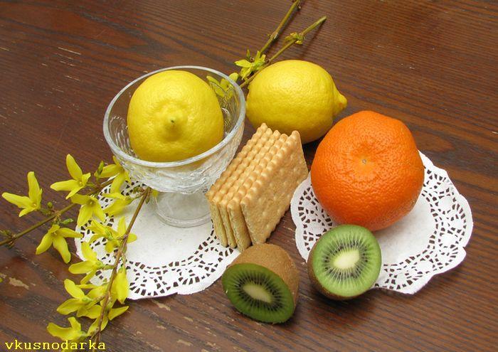 Готовим ингредиенты для десерта с апельсинами и киви