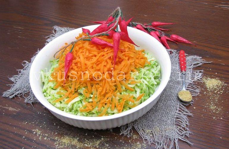 Морковь измельчить и ввести в тесто для кабачковых оладий