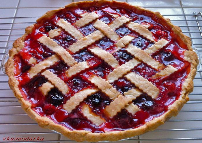 Пирог с вишней на скорую руку