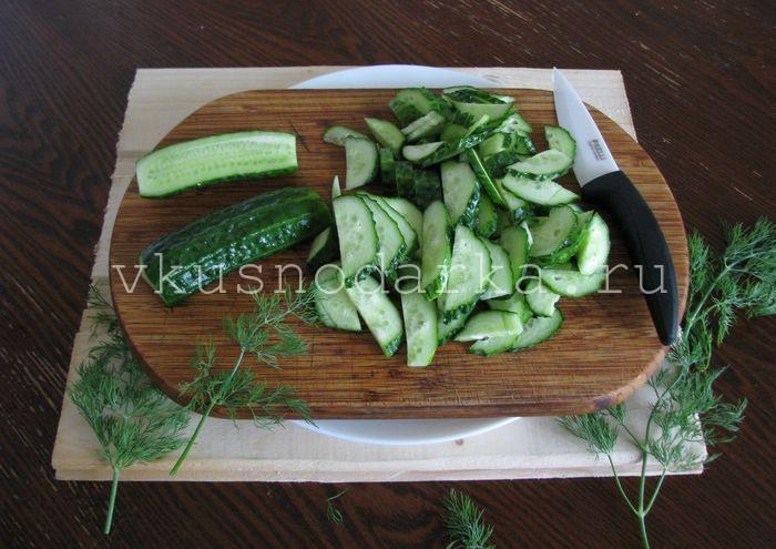 Салат из свежих огурцов и помидоров