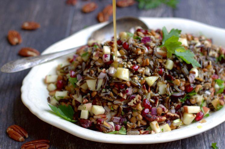 Салат с красным рисом