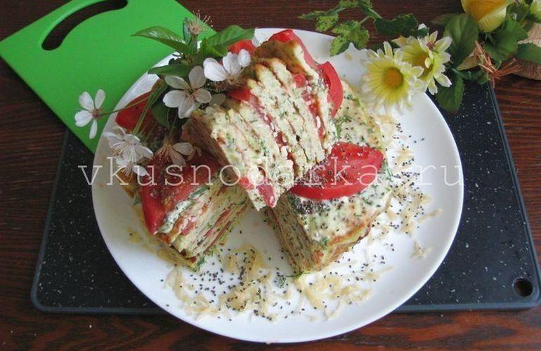 Нарезаем кабачковый торт на порционные кусочки