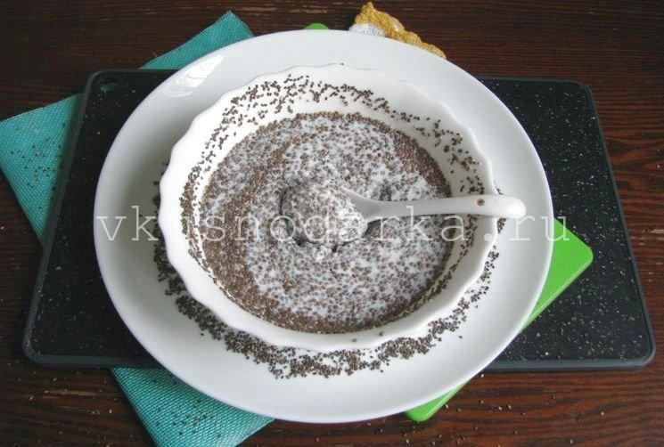 Семена чиа залить кефиром для пудинга