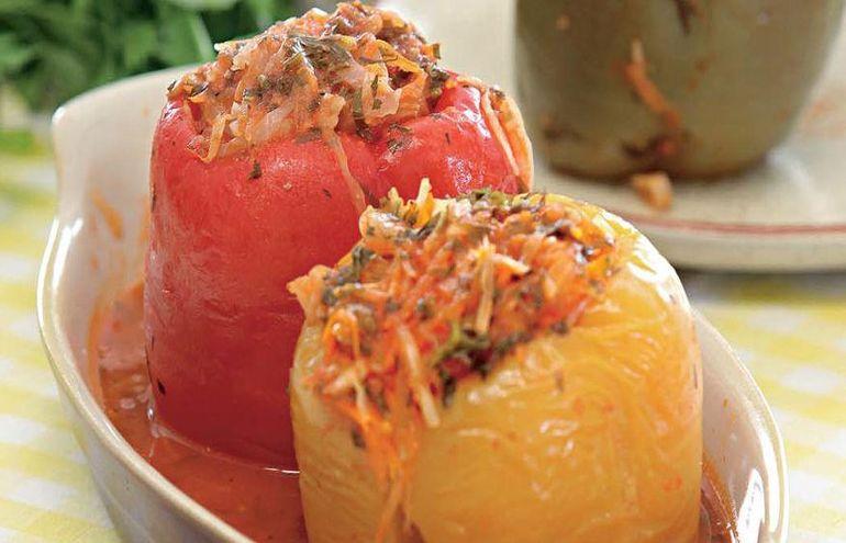 Перец фаршированный капустой и морковью