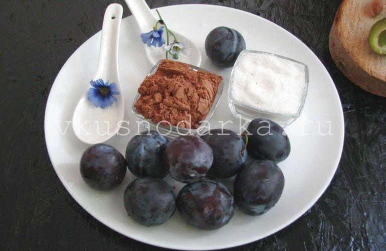 Подготовить все компоненты для варенья из сливы и какао