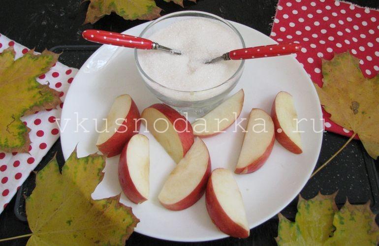 Яблоки нарезать для яблочного варенья на зиму